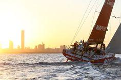 MAPFRE, quatrième à Abu Dhabi MAPFRE, skippé par Iker Martinez prend la quatrième place de cette deuxième étape. Le bateau espagnol a franchi la ligne d'arrivée à 4h18 (heure française) après 24 jours et 11 heures de course. Après avoir terminé dernier au Cap, Iker Martinez avait choisi d'effectué deux changements de taille en remplaçant Michel Desjoyeaux par Rob Greenhalgh …