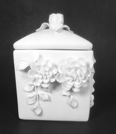 Tozai Home Capo-Di-Monte Box White Porcelain 7 x 4 1/ 2 x 4 1/2