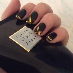 nails black and white - nails black & nails black girl & nails black and white & nails black and gold & nails black matte & nails black and red & nails black and pink & nails black glitter Chic Nails, Stylish Nails, Black Nail Designs, Nail Art Designs, Nails Design, Striped Nail Designs, Gold Manicure, Gold Tip Nails, Manicure Ideas