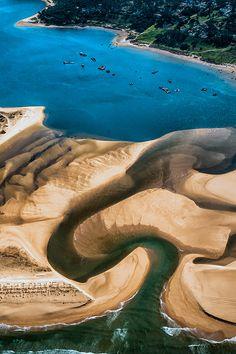 The Praia da Lagoa de Albufeira (Albufeira Lagoon Beach) is a unique beach in Portugal and is close to Sesimbra.