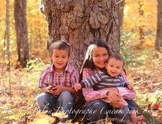 Family Photography  Outdoor Fall Idea  Children  Siblings  Tree Posing Idea