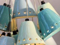 Bouquet de suspensions en céramiques émaillées par Henriette Jansen