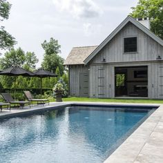 How fabulous is this barn style pool house by Cole Harris associates. Wishing you all a wonderful Swimming Pools Backyard, Swimming Pool Designs, Pool Landscaping, Lap Pools, Indoor Pools, Pool Decks, Country Farmhouse Decor, Modern Farmhouse, Farmhouse Ideas