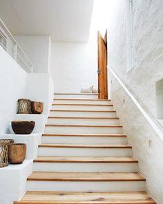"""Catalina House on Instagram: """"Detalle en los materiales...como la combinación del mortero de cal con la huellas de la escalera en madera! #catalinahouse…"""" Interior Stairs, Home Interior Design, Interior Decorating, Architecture Renovation, Rustic Shelves, Display Shelves, Rustic Stairs, Modern Staircase, House Stairs"""