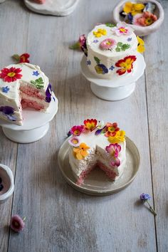 Mini ombre layer cakes with edible flowers