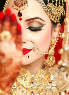 Inspiration for bridal hair and makeup! Bridal makeup Indian dramatic look Loading. Inspiration for bridal hair and makeup! Bridal makeup Indian dramatic look Asian Bridal Makeup, Bridal Makeup Looks, Bridal Hair And Makeup, Bride Makeup, Bridal Beauty, Bridal Looks, Wedding Makeup, Wedding Bride, Indian Makeup For Wedding