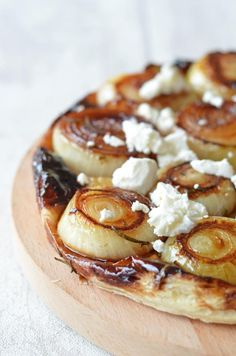 Allison Hooper's Squash and Goat Cheese Galette The Crazy Kitchen: Caramelised Onion & Goats Cheese Tarte Tatin Milk Recipes, Vegetarian Recipes, Cooking Recipes, Vegetarian Barbecue, Barbecue Recipes, Oven Recipes, Vegetarian Cooking, Easy Cooking, Quiches