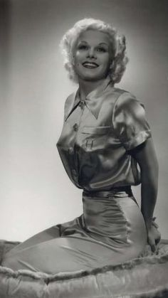 Harlean Carpenter was born in in Kansas City, MO. She was Hollywood's first Blonde Bombshell. Harlean changed her name to her beloved Mother's name Jean Harlow. Hollywood Cinema, Hooray For Hollywood, Old Hollywood Glamour, Golden Age Of Hollywood, Vintage Glamour, Vintage Hollywood, Hollywood Stars, Classic Hollywood, Vintage Beauty