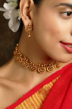 Amolika Gold Tone Temple Work Necklace Set – Paisley Pop ShopYou can find Necklace set and more on our website. Gold Bangles Design, Gold Earrings Designs, Gold Jewellery Design, Necklace Designs, Anklet Designs, Gold Bar Necklace, Necklace Set, Chocker Necklace, Gold Temple Jewellery