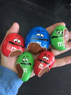 These are the absolute most adorable painted rocks! If you love the painted rock trend and are making hide and seek rocks you are going to love these fun ideas. ideas 14 Most Adorable Painted Rocks Rock Painting Patterns, Rock Painting Ideas Easy, Rock Painting Designs, Creative Painting Ideas, Paint Ideas, Creative Ideas For Kids, Rock Painting For Kids, Creative Things, Paint Designs