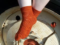 Earthbound Socks by nosmallfeet - This pattern is available as a free Ravelry download. I adore autumn. It is, by far, my favorite time of year, when the dreadful summer heat is swept away by the September breeze, but the cold winter winds have yet to arrive. Sitting on the porch, sipping a steaming cup of coffee, as the orange and gold leaves drift gently to the ground - that is what paradise looks like to me.