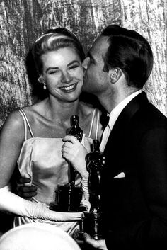 1954 Oscars - Best Actress Grace Kelly gets a kiss from Best Actor Marlon Brando Hollywood Icons, Golden Age Of Hollywood, Hollywood Stars, Classic Hollywood, Old Hollywood, Hollywood Actresses, Marlon Brando, Lauren Bacall, Best Actress