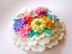by IKUKO FUJII: Blanco, blanco, blanco, white flowers /Flores paradisíacas Felt Art, Felt Ornaments, Felt Crafts, White Flowers, Headbands, Sewing Crafts, Blanco White, Crochet Necklace, Crafty