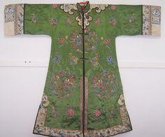 清代绿地人物花卉纹对襟女长袍