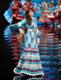 La firma se ha inspirado en un personaje histórico Sissi Emperatriz para diseñar su colección «Sissi» (J. M. Serrano / Raúl Doblado)