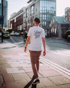 On the streets of London - Shoreditch Best Quality T Shirts, London Street, Good Times, Cool Designs, Lifestyle, Mens Tops, Clothes, Fashion, Outfits