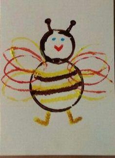 Bijtje. Geschilderd m.b.v. plastic beker, wc rolletjes en wattenstaafjes. Art For Kids, Crafts For Kids, Arts And Crafts, Summer Crafts, Fall Crafts, Work With Animals, Easter Art, Bee Art, Bee Crafts