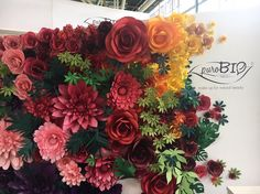 Paper Flower Backdrop for PuroBio Cosmetics by Mio Gallery Paper Flower Backdrop, Paper Flowers, Paper Crafts, Diy Crafts, Big Flowers, Natural Beauty, Backdrops, Floral Wreath, Wedding Decorations