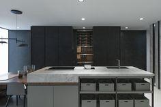 Infinitas posibilidades del porcelánico de gran formato XLIGHT de URBATEK en la XXIV Muestra Internacional de #Arquitectura Global & #Diseño Interior de #PORCELANOSA Grupo. - #PorcelanosaExhibition #Design #Interiorism #Architecture #Interiorismo #Tiles #porcelain #porcelánico #Crafts #Ceramic #Wall #Decor #Black #Kitchen #Marble #Grey