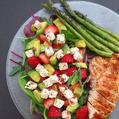 Nestíháte, nevíte, co vařit a potřebujete poradit? Dáme vám inspiraci na zdravé rychlé obědy, po kterých nepřiberete a zvládne je každý. Date Night Recipes, Easy Weight Loss, Cobb Salad, Cravings, Food And Drink, Low Carb, Healthy Recipes, Meals, Cooking