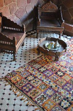 Home Decorating Ideas Bohemian Beyond Marrakech: Colorful Moroccan Carpets Interior Design Shows, Interior Decorating, Decorating Ideas, Marrakech, Marocco Interior, Moroccan Kitchen, Dark Carpet, Outdoor Restaurant, Moroccan Restaurant