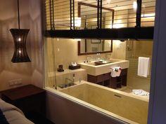 Deluxe Pool Access - Bathroom