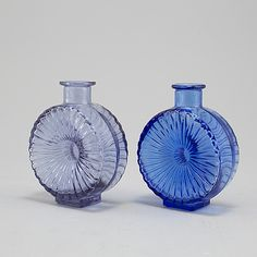 "HELENA TYNELL, two ""Sun"" bottles, glass, Riihimäen Lasi Oy, second half of the century. Old Bottles, Glass Bottles, Retro 2, Retro Vintage, Glass Design, Design Art, Genie Bottle, Lassi, Home Deco"