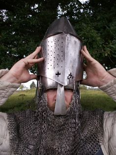 Excellent example of a great helm worn over a bascinet.  Via Armoari
