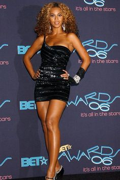 Beyoncé's style evolution is the gift that keeps on giving Estilo Beyonce, Beyonce Style, Beyonce Knowles Carter, Beyonce And Jay Z, Evolution Of Fashion, Celebrity Outfits, Celebrity Women, Beautiful Black Women, Beautiful Legs