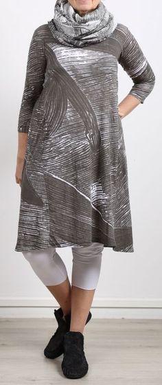 rundholz black label - Shirtkleid abstraktes Muster 3/4 Ärmel shark white - Sommer 2017 Größe XL: Länge 100cm/105cm (vorne/hinten), Weite unter den Armen 52cm, am Saum 90cm (einfach, also 104cm, 180cm rundum).