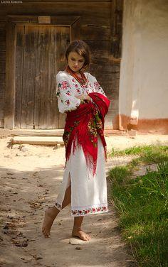 🇺🇦🌻Hannusia is not amused today. Ukraine Women, Ukraine Girls, Folk Fashion, Womens Fashion, Ethno Style, Russian Culture, Barefoot Girls, European Girls, Russian Beauty