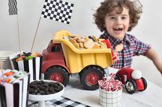 Lasten leikkikuorma-auton lavallinen täynnä Fazer Carneval Autot -keksejä on todellinen herkkupöydän vetonaula. Toys, Birthday, Toy, Games, Birthdays, Beanie Boos