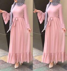 Maxi dresses with hijab styles Just Trendy Girls İslami Erkek Modası 2020 Muslim Women Fashion, Islamic Fashion, Mode Abaya, Mode Hijab, Abaya Fashion, Fashion Dresses, Maxi Dresses, Maxi Robes, Fashion Styles