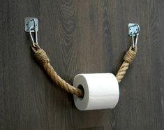 Der Toilettenpapierhalter besteht aus natürlichen Juteseil und ein Metall-Klammern Silber... Bad-Accessoires im industriellen Stil. Sie können das Produkt auch als Handtuchhalter oder beheizte Handtuchhalter. Handgefertigt. Dieser Toilettenpapierhalter Jute Seil ist ideal für ein maritimes