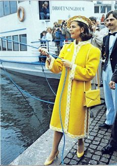 Rare(ish) Photos of Queen Silvia She is rockin' that outfit! Princess Estelle, Princess Madeleine, Crown Princess Victoria, Claudia Lars, Queen Of Sweden, Queen Silvia, Royal Court, Swedish Royals, New Star