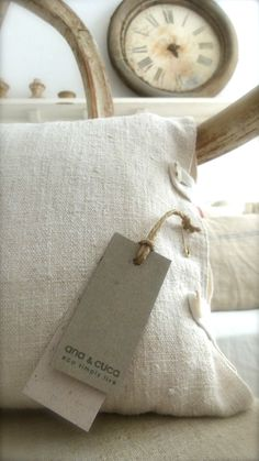 love this closure for a pillow case, or even a slipcover (Ana & Cuca)