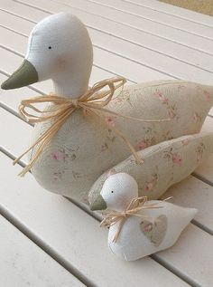 All the things I Love! Cats & Pretty things too. Fabric Toys, Fabric Art, Fabric Crafts, Sewing Crafts, Sewing Projects, Bird Template, Sewing Stuffed Animals, Pillow Inspiration, Creation Couture