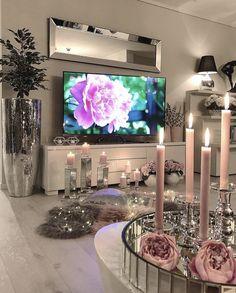 69 excellent apartment living room decorating ideas for girls 8 Glam Living Room, Living Room Decor Cozy, Cozy Living, Interior Design Living Room, Living Room Designs, Bedroom Decor, Living Room Colors, Kitchen Interior, Decoration Inspiration