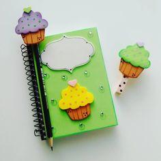 Notebook Diy, Notebook Cover Design, Decorate Notebook, Diy Crafts For Girls, Diy And Crafts, Crafts For Kids, Handmade Crafts, Handmade Felt, Foam Crafts