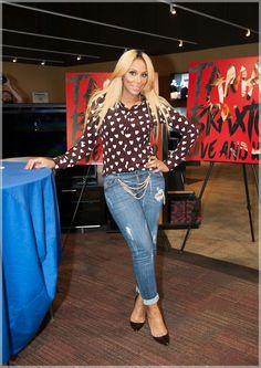 Tamar Braxton .....cute outfit n hair