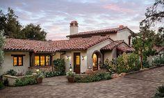 Spanish style – Mediterranean Home Decor Hacienda Homes, Hacienda Style, Mediterranean Architecture, Mediterranean Homes, Tuscan Homes, Spanish Style Homes, Spanish House, Spanish Colonial, Spanish Revival