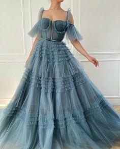 Elegant Dresses, Pretty Dresses, Beautiful Dresses, Formal Dresses, 90s Prom Dresses, Prom Gowns, Dress Prom, Dress Long, Wedding Dresses
