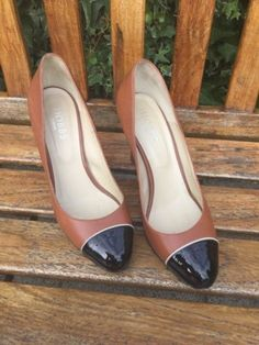 783f6e1847a2 Hobbs Court Shoes - Tan  amp  Black- leather made in Italy size 5 -