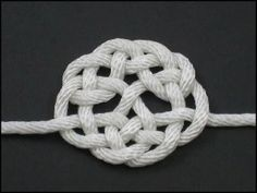 Celtic Tree of Life Knot. How to tie this Celtic knot and many others. Celtic Tree of Life Knot. How to tie this Celtic knot. Celtic Crafts, Celtic Art, Rope Knots, Macrame Knots, Celtic Knot Tutorial, Celtic Tree Of Life, Creation Deco, Celtic Designs, Celtic Patterns