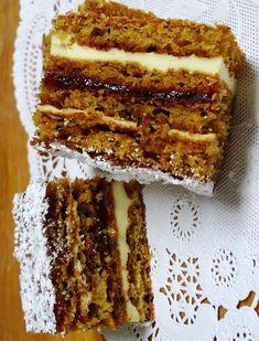 Reteta culinara Prajitura cu foi de nuca si crema de unt din Carte de bucate, Dulciuri. Specific Romania. Cum sa faci Prajitura cu foi de nuca si crema de unt