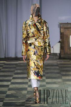 Maison Martin Margiela Printemps-été 2012 - Haute couture - http://fr.flip-zone.com/fashion/couture-1/fashion-houses/maison-martin-margiela-2549