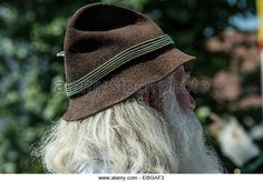Old man with long gray hair and a traditional Bavarian hat, Oberlandler Gauverband Trachtenzug traditional costume procession - Stockbild