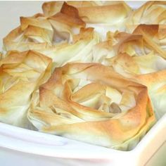 A real treat for a special dinner. We have dressed the pie with crumpled and rolled up sheets of phyllo pastry to resemble overblown roses. Remember, roasting the chicken in the oven before you make the filling gives wonderful depth of flavour! Phyllo Dough Recipes, Pastry Recipes, Pie Recipes, Fall Recipes, Chicken Recipes, Recipe Chicken, Yummy Recipes, Good Pie, Best Pie