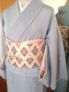 色無地の着物に市松地模様の帯のコーディネイト The coordination of the obi of checkered design on kimono of plain color