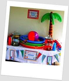 Beach/pool Party put punch n small wading pool : ) Kids Luau Parties, Luau Party, Summer Parties, Pool Party Drinks, Water Party, 10th Birthday Parties, 2nd Birthday, Birthday Ideas, Beach Ball Party